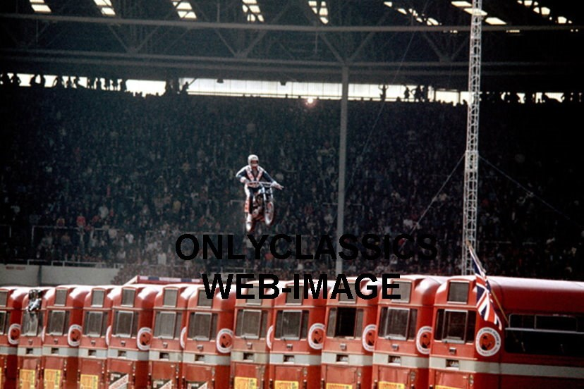 Evel Knievel Motorcycle Daredevil Jumper On His Harley: EVEL KNIEVEL JUMPS BUS HARLEY DAVIDSON XR-750 MOTORCYCLE