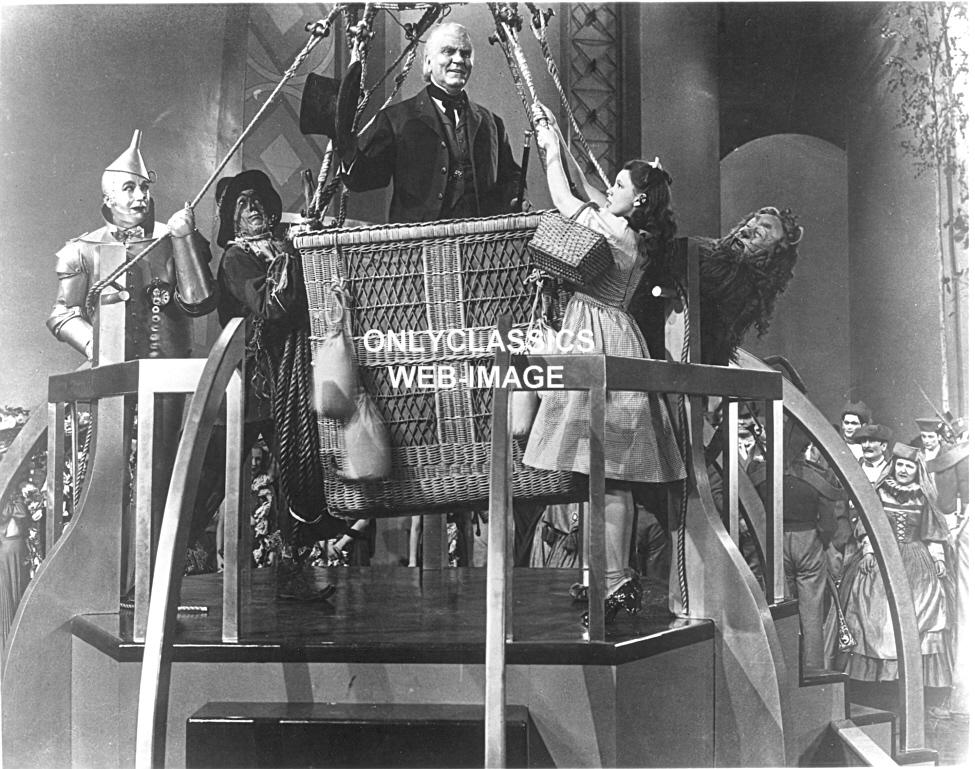 1939 wizard of oz hot air balloon dorothy lion scarecrow