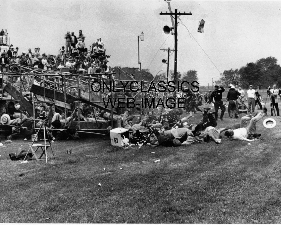 1960 indy 500 mishap scaffold stands collapse on pace lap photo 2 killed 82 hurt ebay. Black Bedroom Furniture Sets. Home Design Ideas
